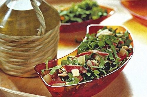 Зеленый салат с беконом