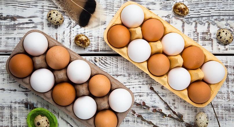 Две упаковки яиц