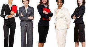 Женщины в деловой одежде