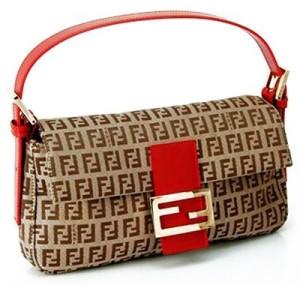 Яркую сумочка необычной формы