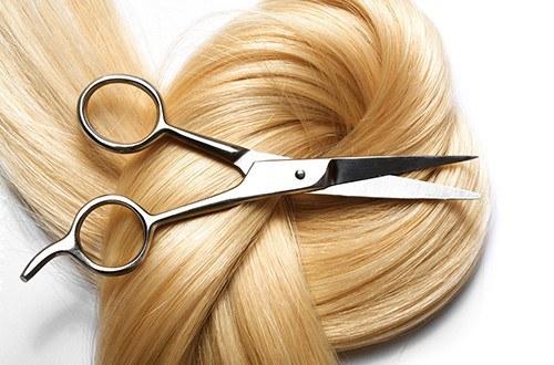 Локон волос и ножницы