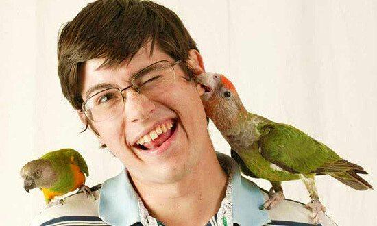 Почему попугаи кусаются?