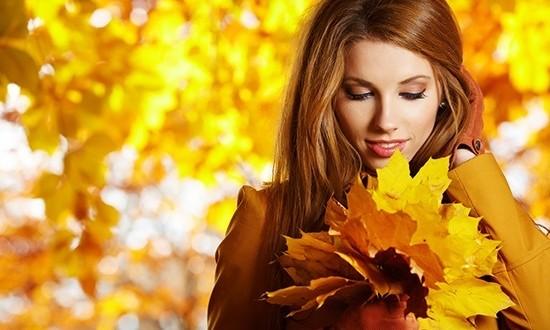 Желтый лист осенний женщина