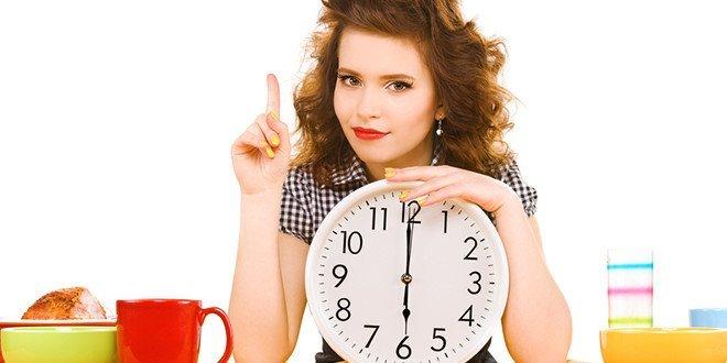 Жизнь по биоритмам - девушка с часами
