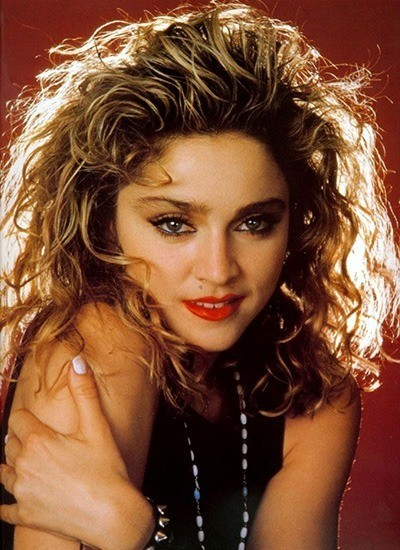 Мадонна заключила контракт со студией звукозаписи Sire Records