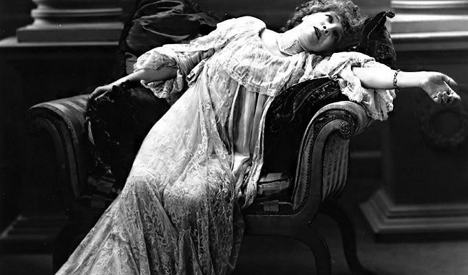 Сара Бернар умерла на сцене
