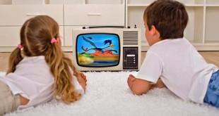 Телевизор - вместо мамы: Почему наши дети страдают телеманией