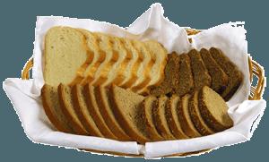 Нарезанный хлеб в корзине