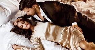 Женщина и мужчина в кровати лежат на боку