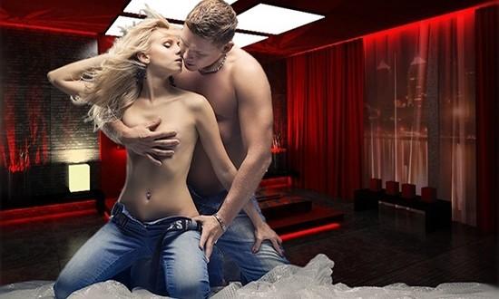 Мужчина и женщина на коленях в красной спальне на полу