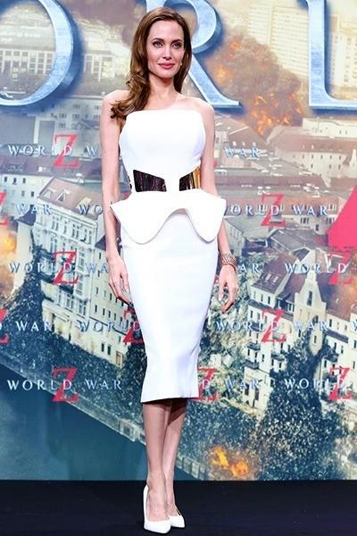Анджелина Джоли в белом платье