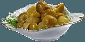 Грибы на белой тарелке