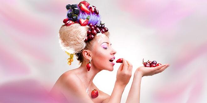 Женщина в фруктами