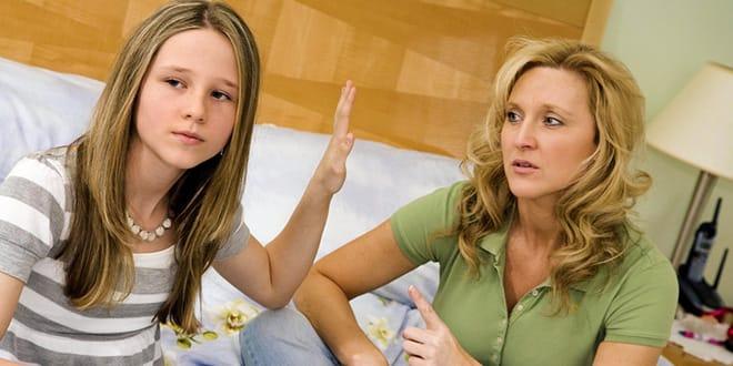 Девочка-подросток с мамой