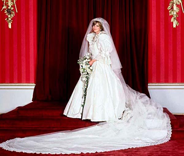 Принцесса Диана в свадебном платье