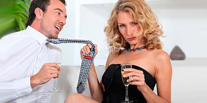 Женщина и мужчина с шампанским