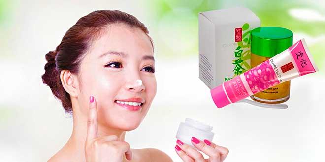 Азиатка и косметика