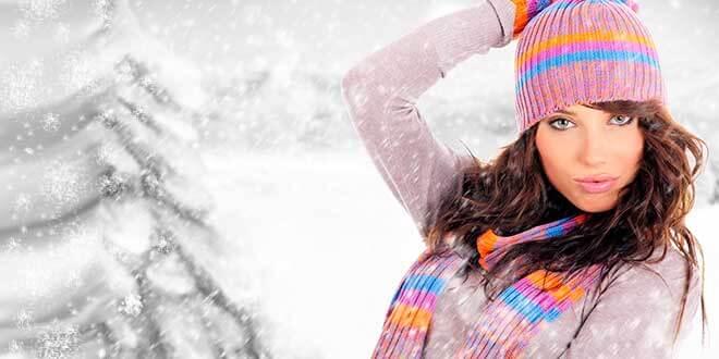 Девушка в шапке и шарфе