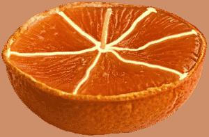 Романтичная свеча из апельсина привнесет в любой праздник уют