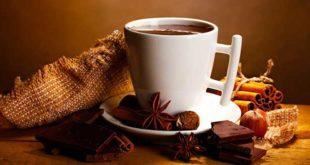 Горячий шоколад с корицей в чашке