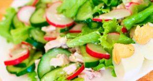 Салат из огурца с яйцом и чука-салатом