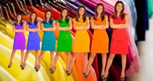 Девушка в разноцветных платьях