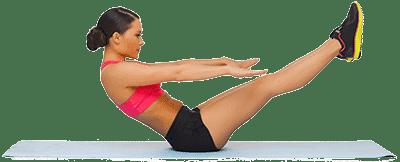 Женщина делает гимнастику лежа