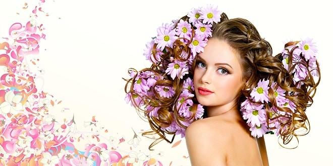 Женщина с цветами в волосах