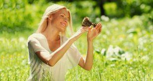 Женщина с бабочками