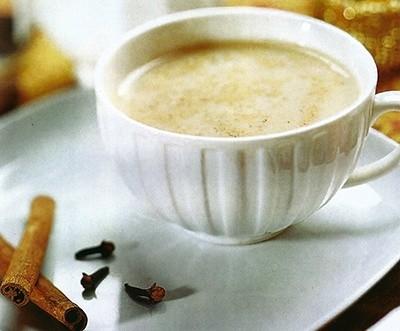 Чай с пряностями, мятой и молоком
