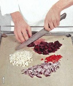 Картофельный салат с сардельками 1