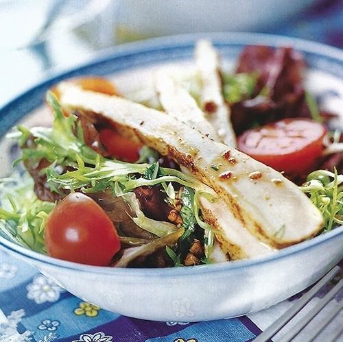 Салат зеленый с курицей