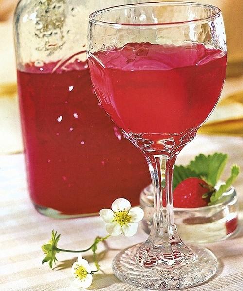 Вино клубничное