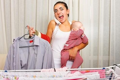 Молодая мать в панике