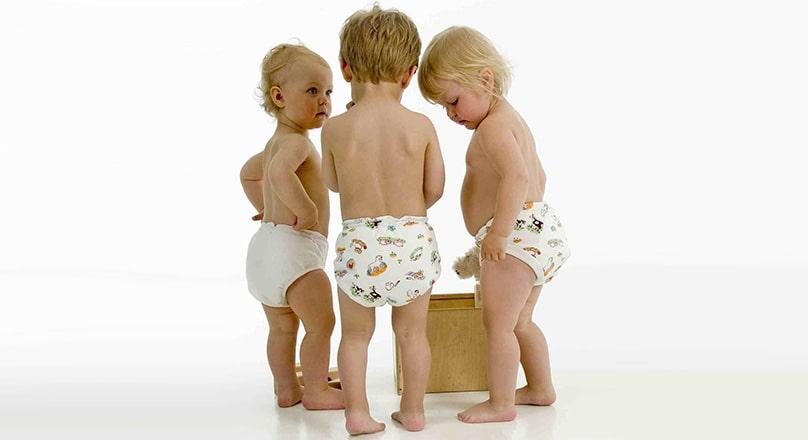 Маленькие дети в трусиках
