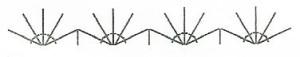 Обвяжите синей пряжей горловину, проймы и низ топа по схеме 4