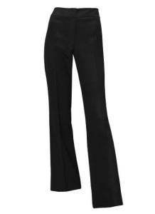 Черные брюки, не слишком широкие, скорее прямые, со стрелками или без