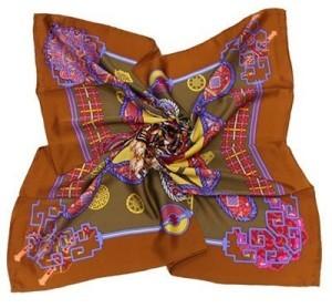 шелковый платок-каре любого яркого цвета
