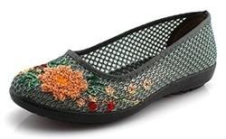 Такие туфельки могут быть тряпичными или кожаными