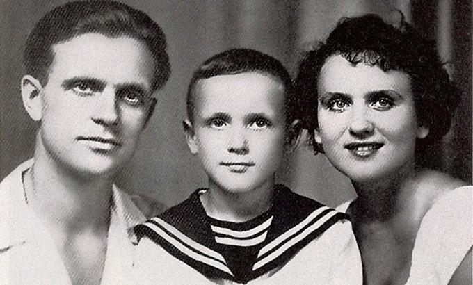 Николай Еременко и родители — народный артист СССР Николай Николаевич Еременко и народная артистка БССР Александра Орлова