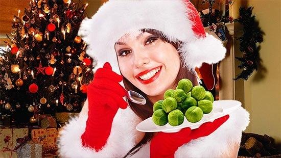 Новый год, девушка в костюме деда мороза с капустой
