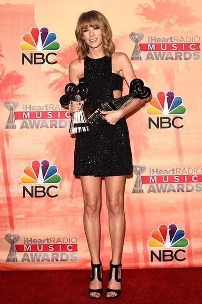 Тейлор Свифт на международной музыкальной премии iHeartRadio