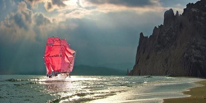 Берег моря и алые паруса