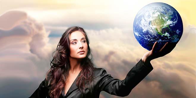 Женщина с земным шаром