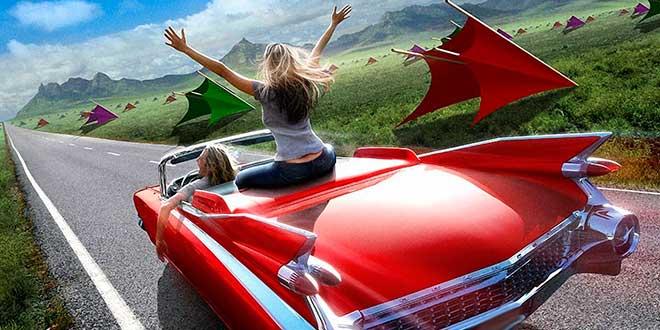 Две девушки едут на красной машине