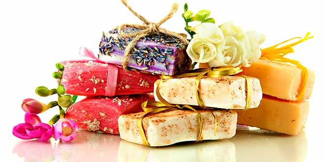 Разноцветные куски мыла