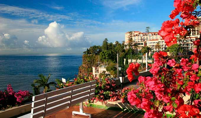 Недалеко от Лиссабона благоухает экзотическими цветами Мадейра, «остров вечной весны»