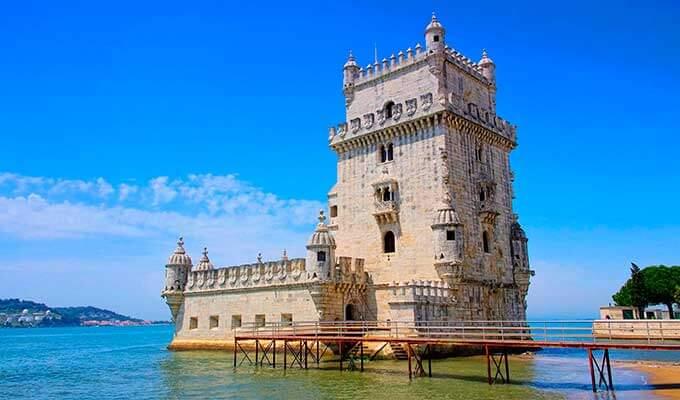 Башня Торри ди Белен была построена на реке Тежу как крепость