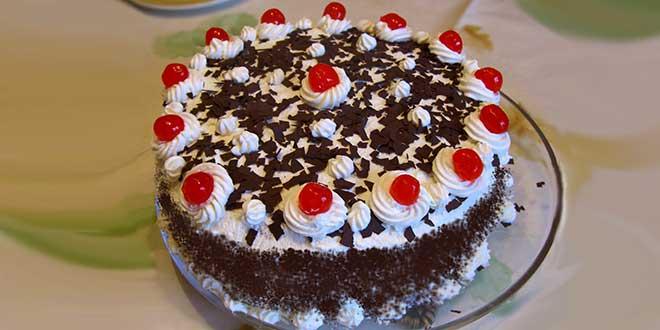 Торт «Аленушка» украшенный тертым шоколадом