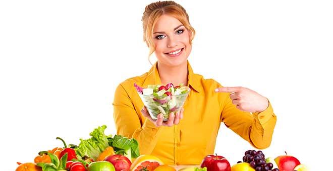 Девушка с салатником